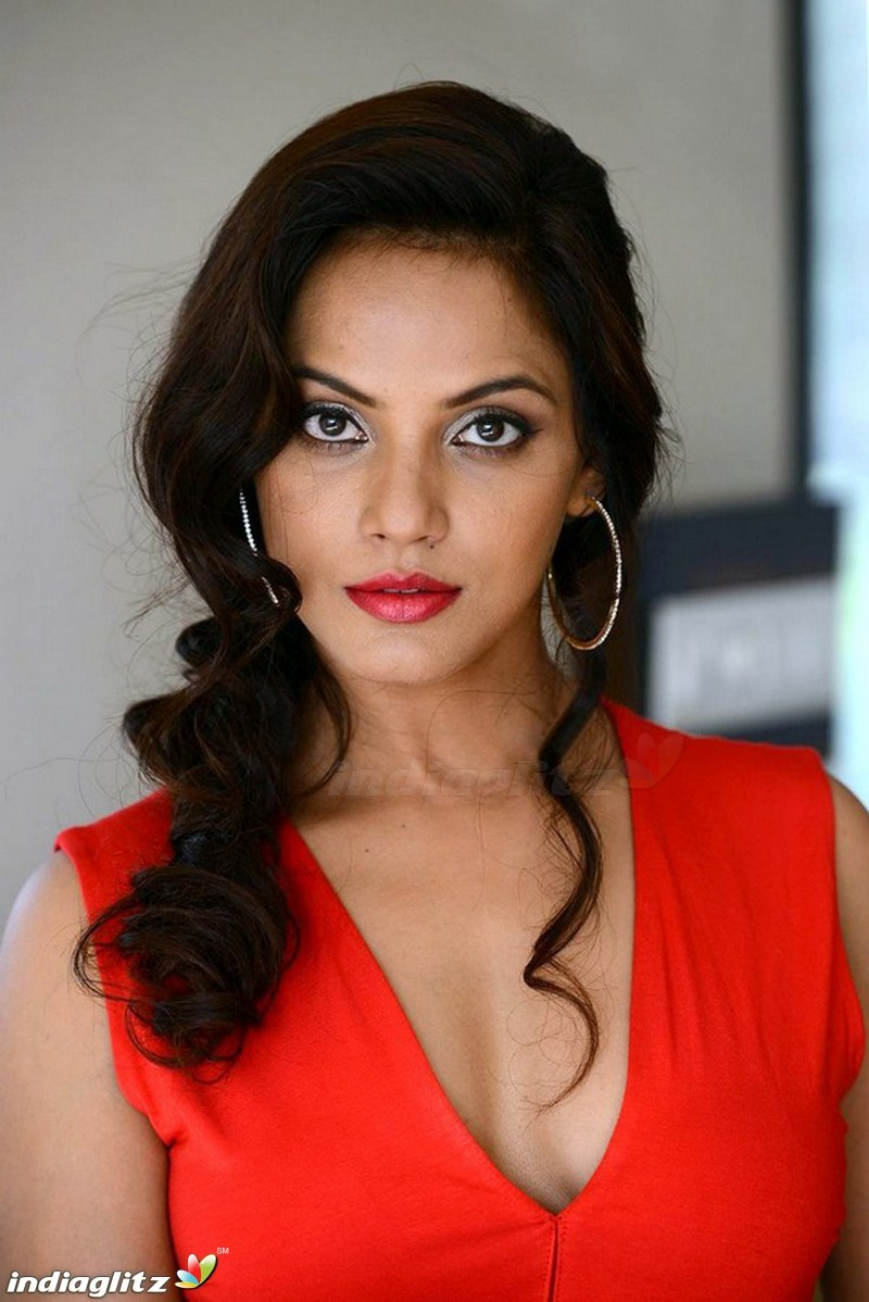 Neetu Chandra Nude Photos 34