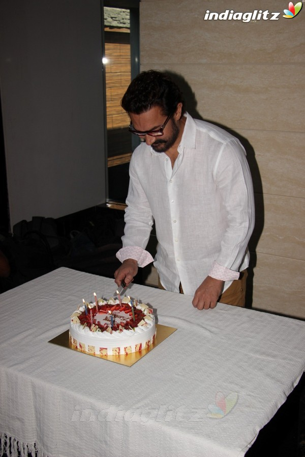Aamir Khan Celebrates his 52nd Birthday With Media