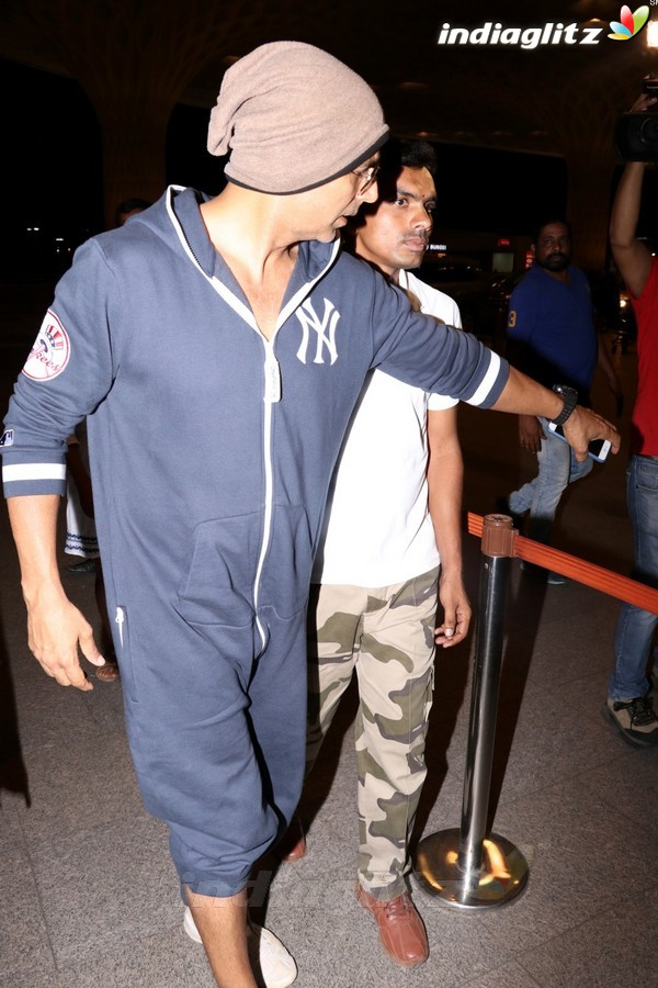 Akshay Kumar With Son Aarav Spotted at Airport