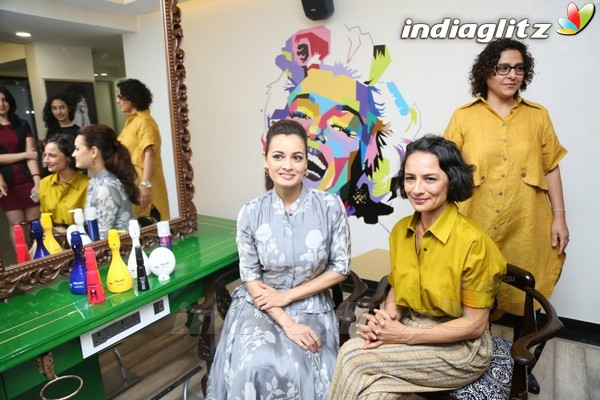 Dia mirza adhuna akhtar at launch of bblunt 39 s ninth salon for Adhuna akhtar salon