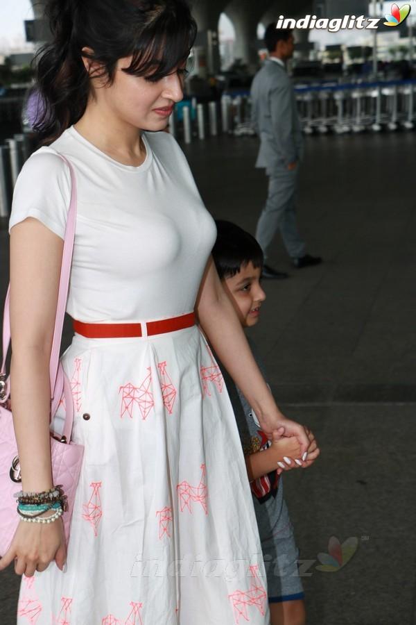 Divya Khosla Kumar Spotted at Airport