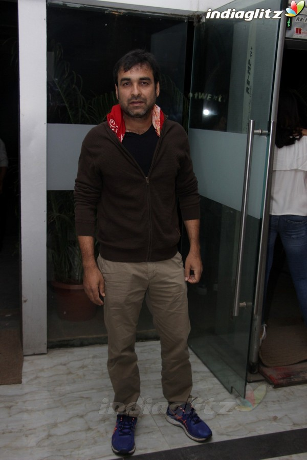 Ali Fazal, Varun Sharma at 'Fukrey 2' Wrap Up Party