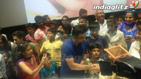 R Madhavan Celebrates His Birthday With His Fan by attending Screening of 'Saala Khadoos'