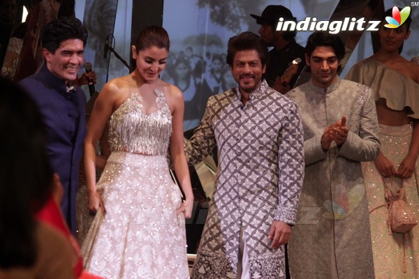Shah Rukh Khan, Anushka Sharma Walk the Ramp for Shabana Azmi's Mijwan-Summer 2017 Show