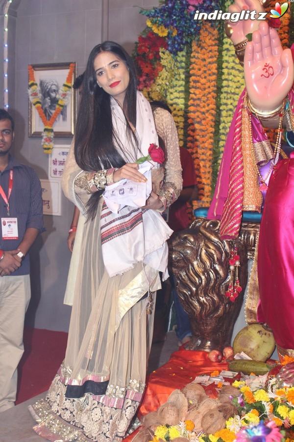 Poonam Pandey Came for Darshan at Andhericha Raja