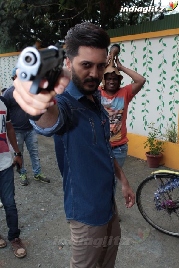Riteish Deshmukh Promotes 'Bank Chor' On Set of Chidiya Ghar