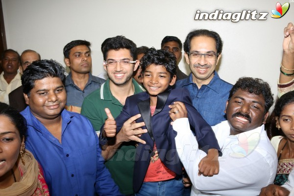 'Lion' Fame Sunny Pawar Takes Blessing of Thackeray Family
