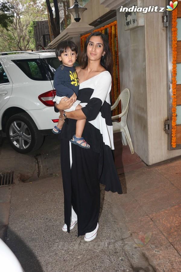 Kareena Kapoor With Baby Taimur at Tusshar Kapoor's Son Birthday Party