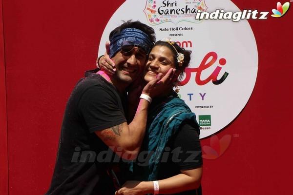 Varun Dhawan, Alia Bhatt at Zoom Holi 2017 Celebration