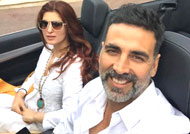 Akshay Kumar & wife Twinkle celebrate 16th wedding anniversary!