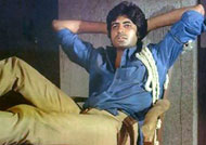 Amitabh Bachchan marks 42 years of 'Deewar'