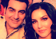 Sunny Leone & Arbaaz Khan's selfie on sets of 'Tera Intezaar'