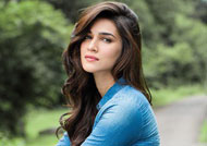Kriti Sanon gets cute gift on sets of 'Bareily Ki Barfi'