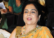 OMG! Reema Lagoo burns her hands!