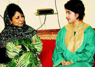 'Dangal' actress meets Mehbooba Mufti