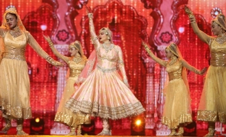 After 20 years, Ageless Diva Rekha Again Rocks