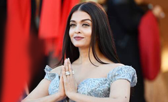 Aishwarya Rai Bachchan turns Desi Cindrella at Cannes red carpet