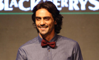 Arjun Rampal 'rocks on' bandhgala with Bal's cock motif
