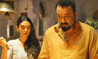 Bollywood gives a thumbs up to 'Bhoomi'!
