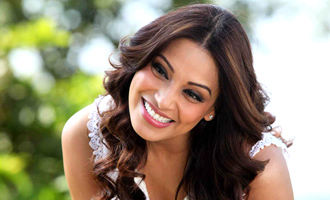 Bipasha: No baby right now!