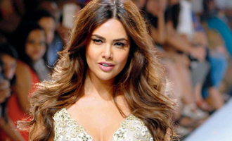 Esha Gupta gives back at fan tweet over Hector Bellerin