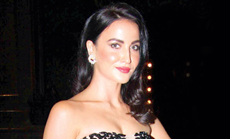 Elli Avram still hosting 'The Great Indian Laughter Challenge'