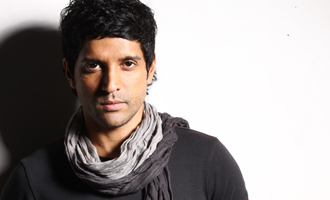 Farhan Akhtar beats the heat with a gumcha!