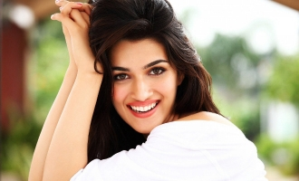 Kriti Sanon Is Having A Great Time With The Sweetest Person On 'Housefull 4' Sets