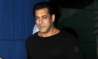 Salman Khan Spotted At Mehboob Studio for Promotion Of 'Tubelight'
