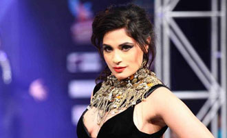 Richa to go black and white on RAMP