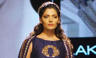 Saiyami Kher turns show stopping bride for Nachiket Barve at LFW