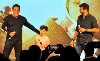 Salman Khan & Sohail Khan at Promotional Event of 'Tubelight'
