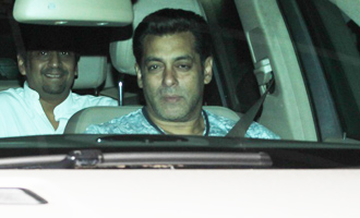 Salman Khan Spotted at Light Box for Sceening of 'Tubelight'