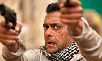WOW Salman Khan in ACTION with wolves in 'Tiger Zinda Hai'