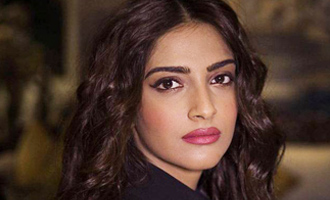 Sonam Kapoor bereaved