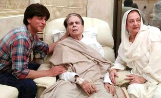 'Mooh bola beta' SRK visits Dilip Kumar