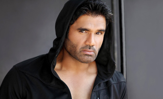 Suniel Shetty becomes face of Indian Open of Surfing
