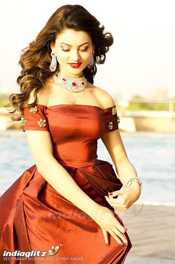 104 best Beautiful <b>Urvashi rautela</b> ? images on Pinterest
