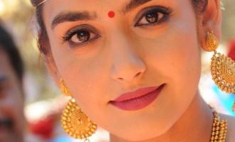 Ragini enters 26, Happy Birthday celebration