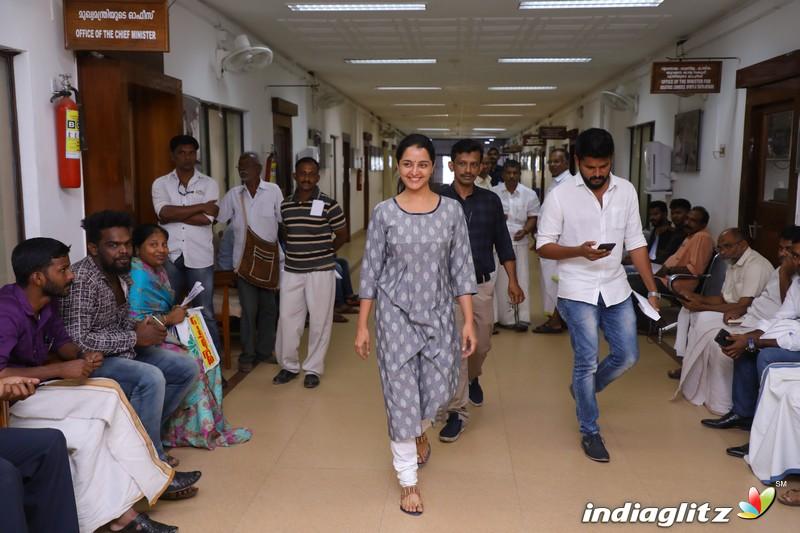 Manju Warrier Meet CM Pinarayi Vijayan