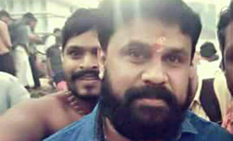 Dileep offers prayers at Sabarimala