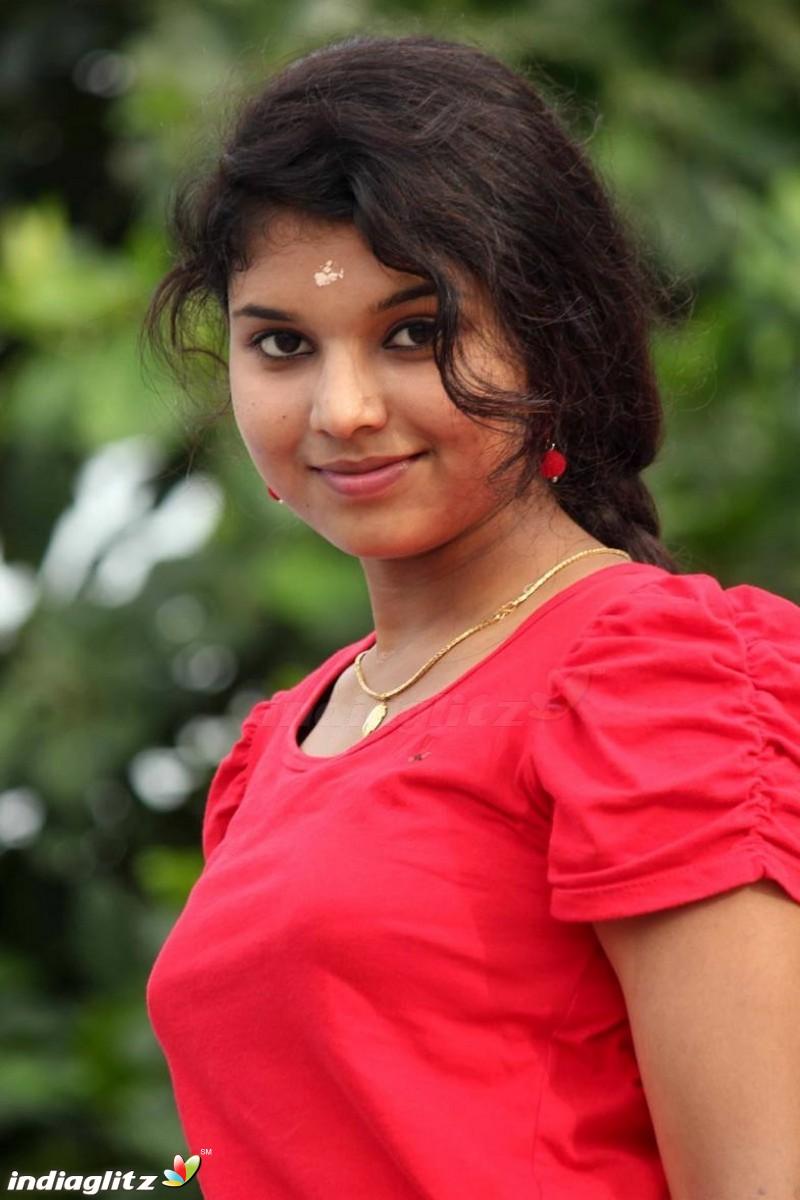 Anu Krishna - Malayalam Actress Image Gallery - IndiaGlitz.com