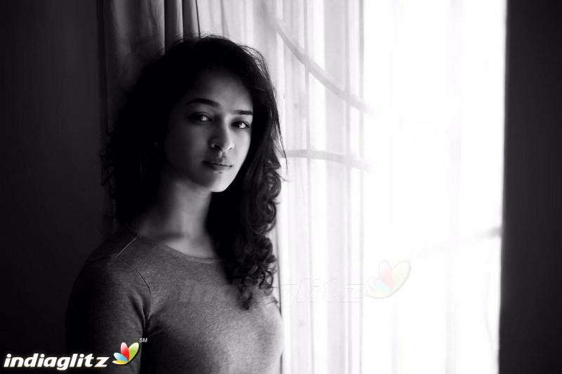 Misha Ghoshal - Tamil Actress Image Gallery - IndiaGlitz.com