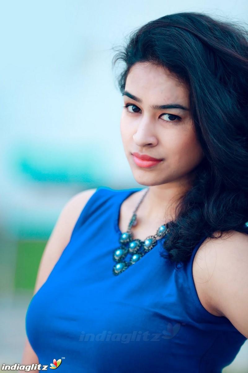 Misha Ghoshal - Tamil Actress Gallery - IndiaGlitz Tamil
