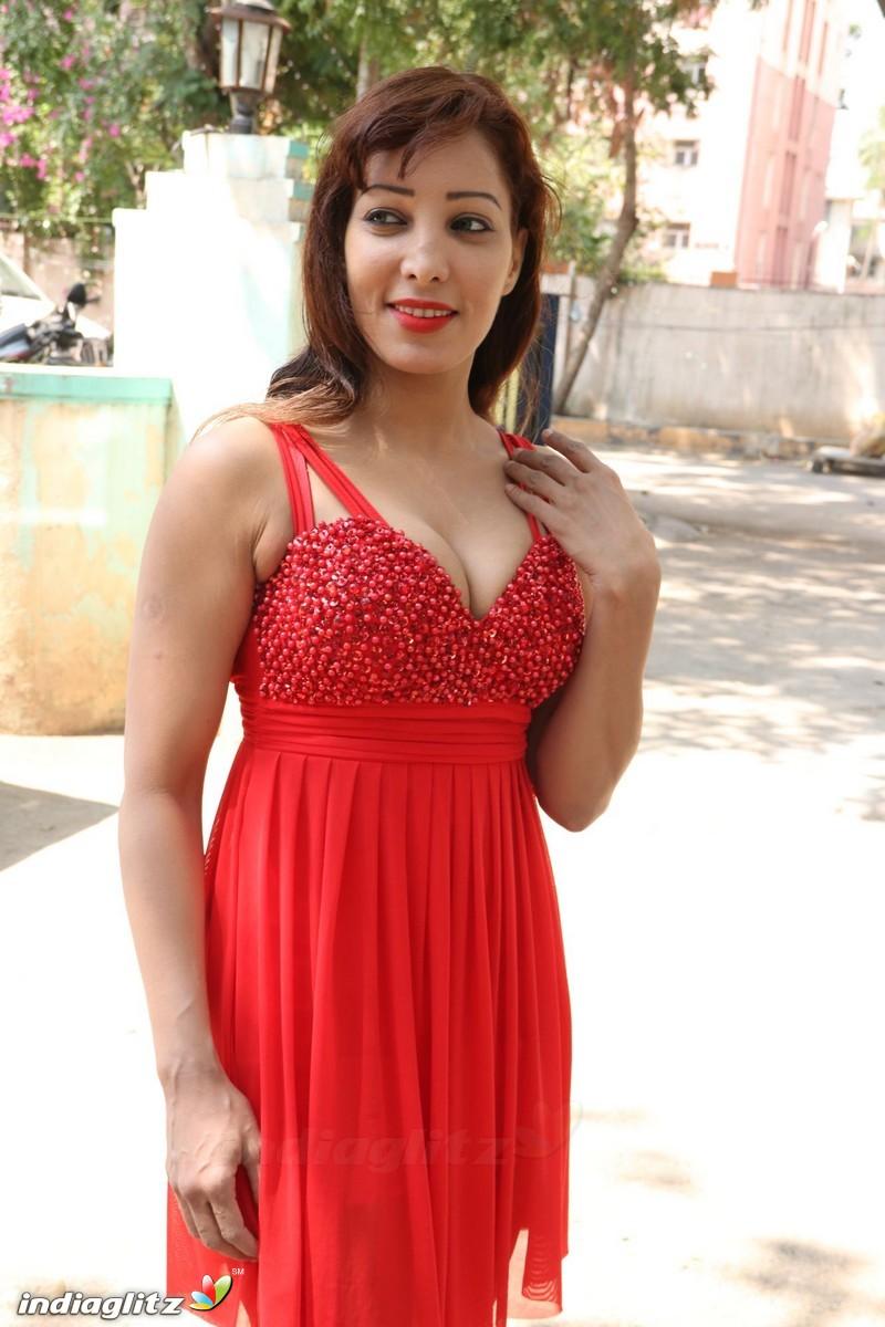 http://igmedia.blob.core.windows.net/igmedia/tamil/gallery/actress/rubi/rubi18217_18.jpg