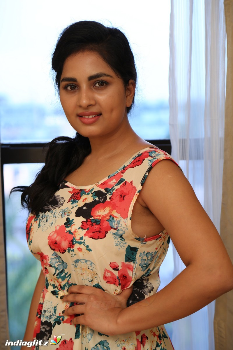 srushti dange gallery   tamil actress gallery stills images clips   indiaglitz tamil