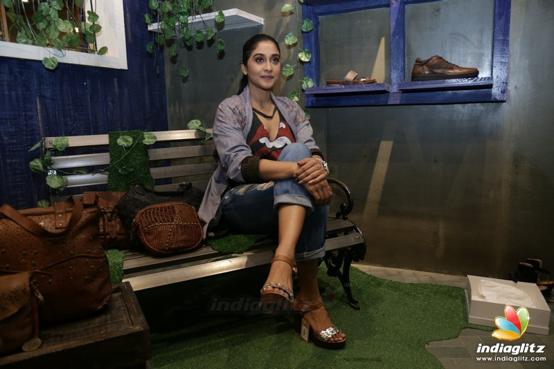 Regina Cassandra Launches 'KOMPANERO' SS' 18 Vintage Leather Accessories
