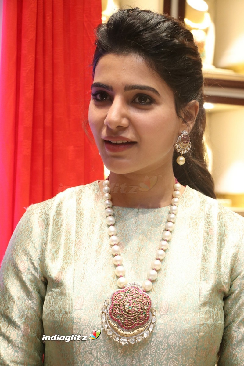 ... Samantha at Launch of NAC Jewelles Antique Exhibition ...