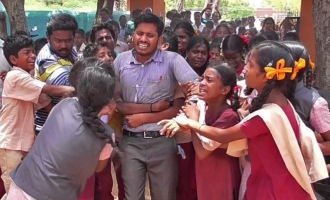 Students protest the transfer of teacher similar to Samuthirakani in 'Saattai'!