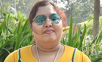 சசிகலா அதிமுகவில் இருந்து விலகிய பிரபல நகைச்சுவை நடிகை